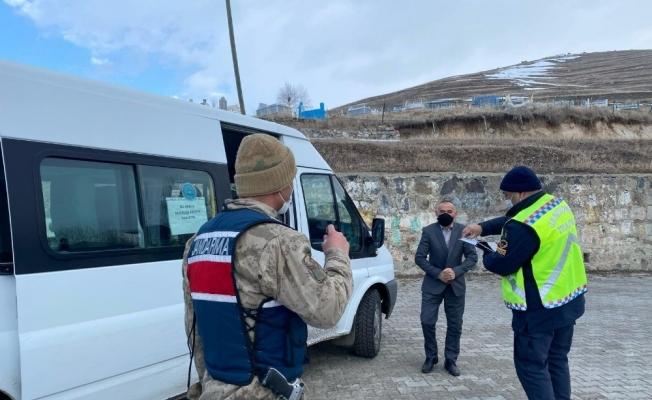 Jandarma açılan okullarda önlemleri arttırdı