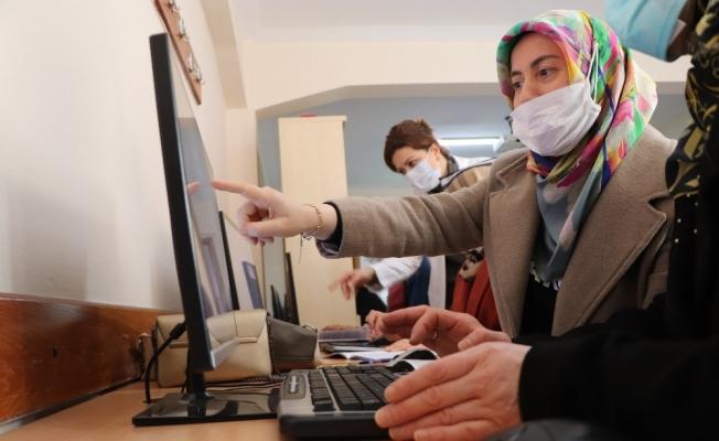 Kadınlar dijital korsanlara karşı eğitim alıyor