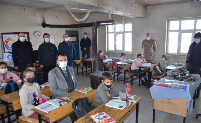 Kaymakam Çelik, köy okullarını ziyaret etti