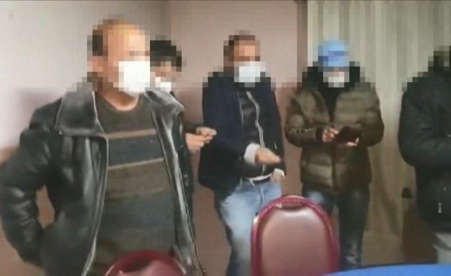 Kumar oynanan adrese koçbaşı ile baskın: 11 gözaltı