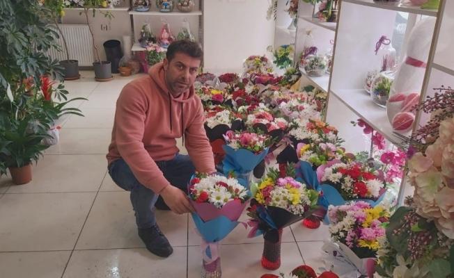 """Muş'taki çiçekçilerde """"14 Şubat"""" yoğunluğu"""