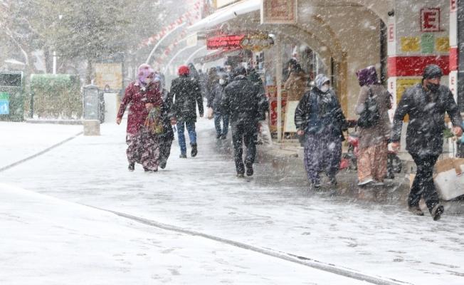 Niğde'de kar yağışı etkili oluyor