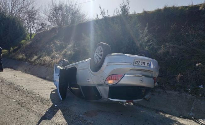 Otomobil takla attı sürücüsü yara almadan kurtuldu