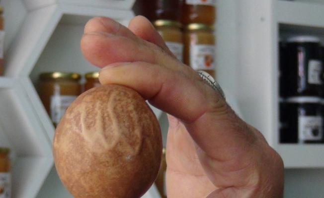 (Özel) Üzerinde 'Allah' yazan yumurta görenleri hayran bıraktı