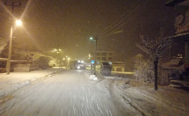 Sındırgı Belediyesi karla mücadelede durmak bilmiyor