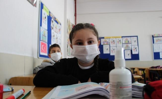 Antalya'da 235 bin öğrenci yüz yüze eğitime başladı