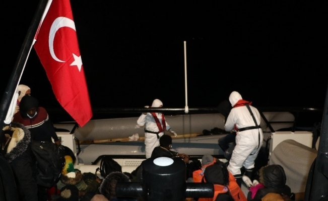 Ayvalık'ta 36 göçmen botları batmak üzereyken kurtarıldı