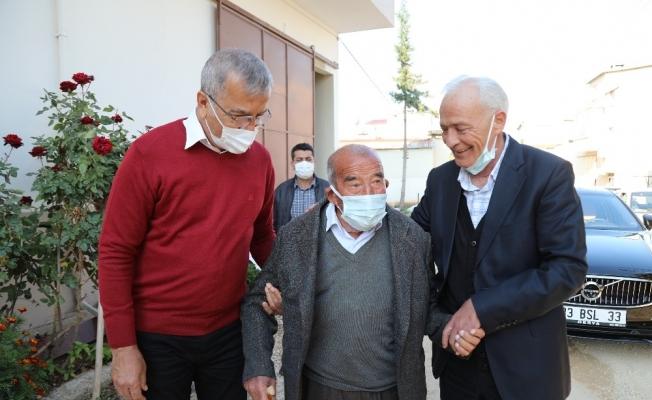 Başkan Tarhan, eski rakibi Hocaoğlu ile birlikte yaşlıları ziyaret etti