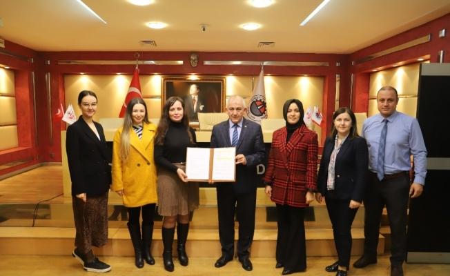 """DTSO Başkanı Şahin, """"Yabancı dil önemli"""""""