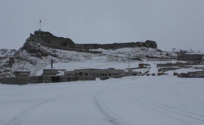 Kars'ta Mart'ın ilk gününde kar sürprizi