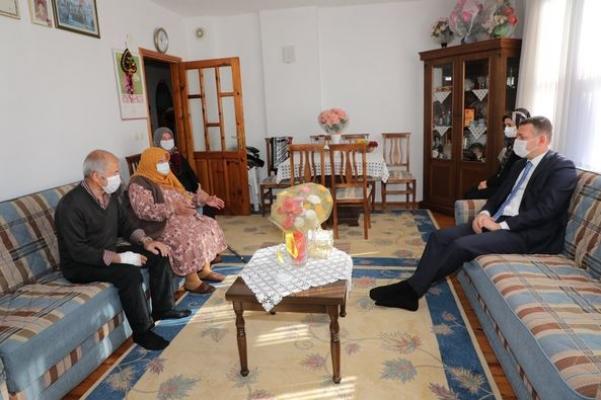 Kaymakam Ürkmezer'den şehit ailesine ziyaret