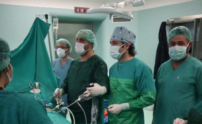 Laparoskopik yöntemle böbreküstü bezinden 11 santimetrelik kitle çıkartıldı
