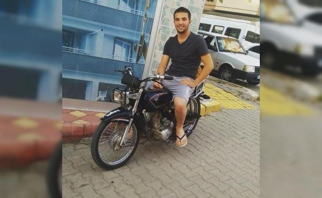 Mıcır yolda ağaca çarpan motosikletli sürücüsü hayatını kaybetti