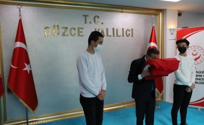 Sakarya'dan teslim alınan Bayrak Bolu'ya uğurlandı