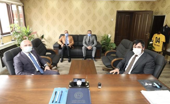 Ağrı Valisi Varol'dan, Gençlik ve Spor İl Müdürü İsmail Çalgan'a hayırlı olsun ziyareti