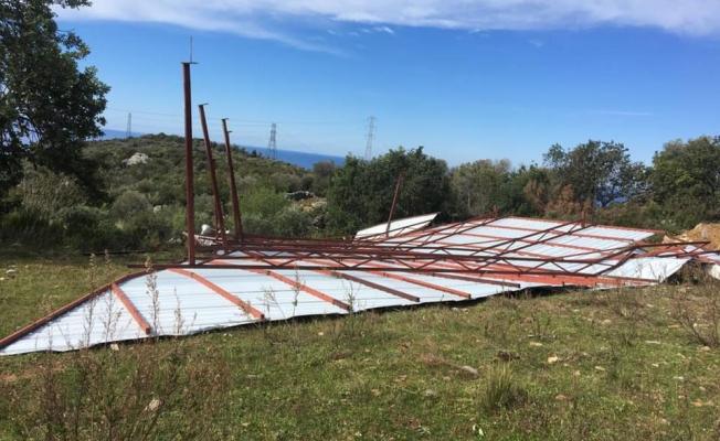 Alanya'da fırtına namazgahı yıktı!
