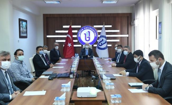 Bakan Karaismailoğlu, Bartın Üniversitesinden övgüyle bahsetti