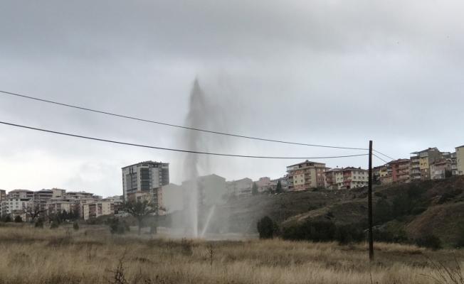 Bilecik'te patlayan borudan çıkan su metrelerce yükseldi