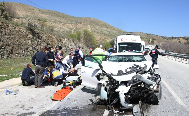 Kazada ağır yaralanan yaşlı adam kaldırıldığı hastanede yaşamını yitirdi