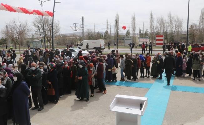 Kırmızı kategorideki Sivas'ta market indirimi Covid-19'u unutturdu, Valilik kararı ile market kapatıldı