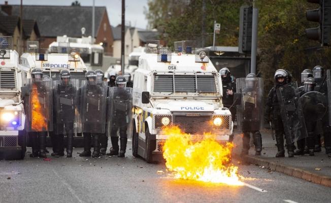 Kuzey İrlanda'da tansiyon yüksek: 55 yaralı