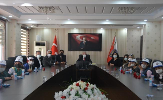 Öğrenciler, Emniyet Müdürü Ergüder'in 10 Nisan Polis Bayramını kutladı