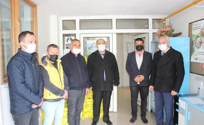 Osmaneli'de çiftçilere yonca tohumu dağıtımı yapıldı