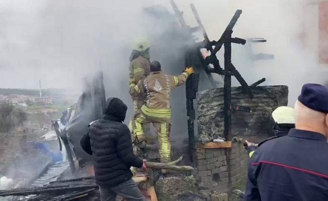 (Özel) Arnavutköy'de alev alev yanan tandır fırını küle döndü