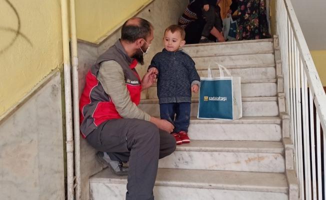 Sadakataşı Derneği Ağrı Temsilciliğinden ihtiyaç sahibi ailelere yardım eli