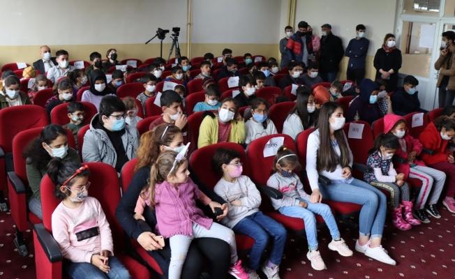 Şanlıurfa'da görme engelli öğrenciler tiyatro ile tanıştı