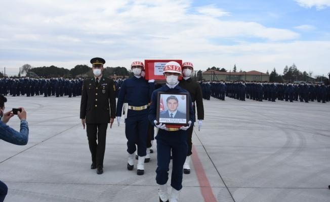 Şehit Türk Yıldızları pilotunun cenazesi memleketine uğurlandı