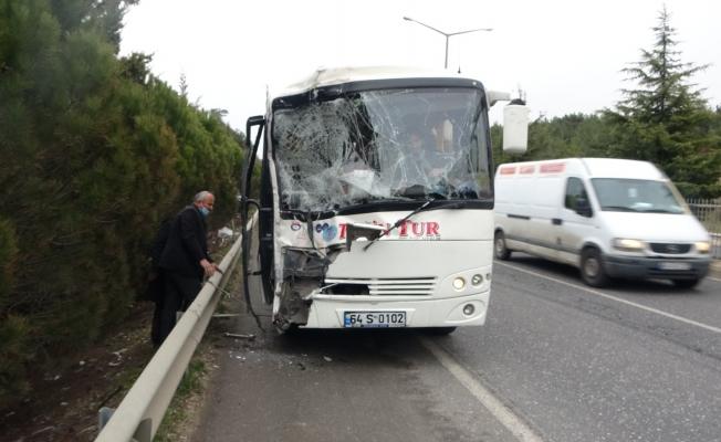 Servislerin karıştığı zincirleme kazada can pazarı yaşandı; 9 yaralı