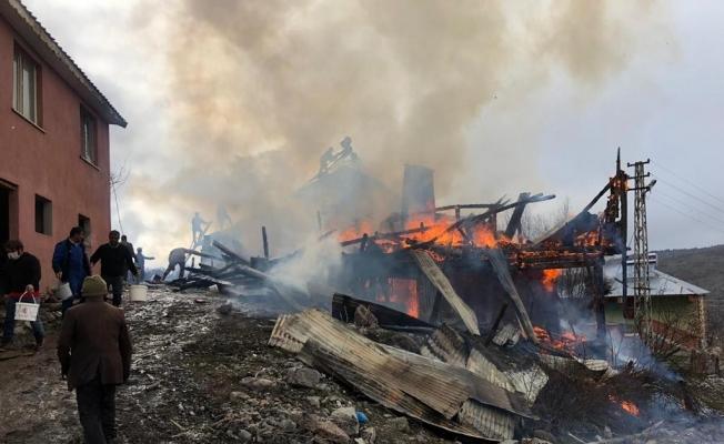 Sivas'ta korkutan yangın