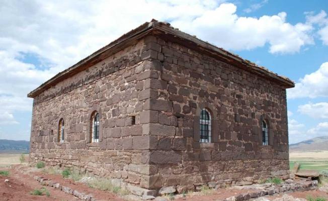 300 yıllık tarihi camide kitabe gün yüzüne çıkarıldı