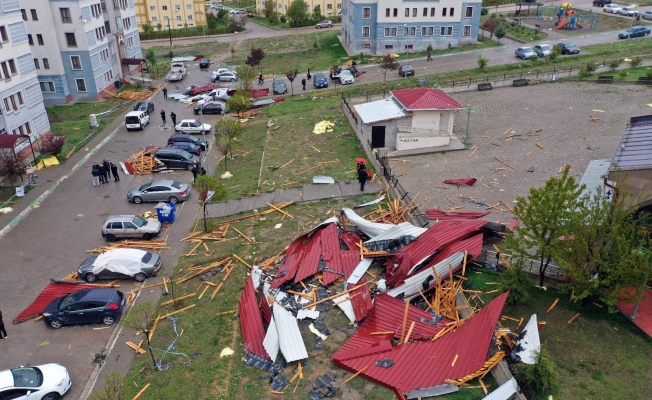 Akdağmadeni Belediyesi fırtınada zarar görenlere nakdi yardım yapıyor