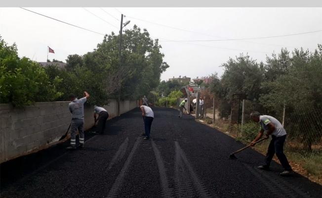 Akdeniz'de asfalt yama ve yol açma çalışmaları sürüyor