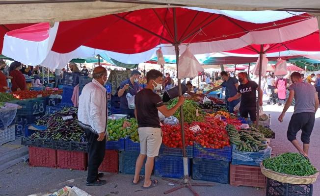 Alanya'da pazar yerleri bugün açıldı