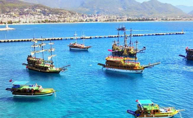 Alanya'da tekneler tura çıktı