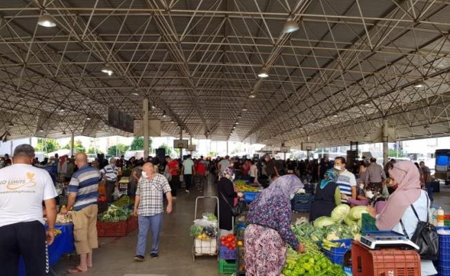 Antalya'da tam kapanmanın ikinci semt pazarına yoğun ilgi