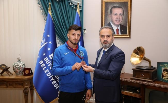 Avrupa üçüncüsü Ergen'den Başkan Aktaş'a ziyaret