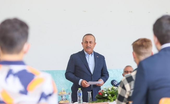 Bakan Çavuşoğlu, Celal Bayar Azınlık Lisesi'ni ziyaret etti