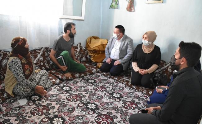 Başkan Beyoğlu, bayramda da ev ziyaretlerini sürdürdü
