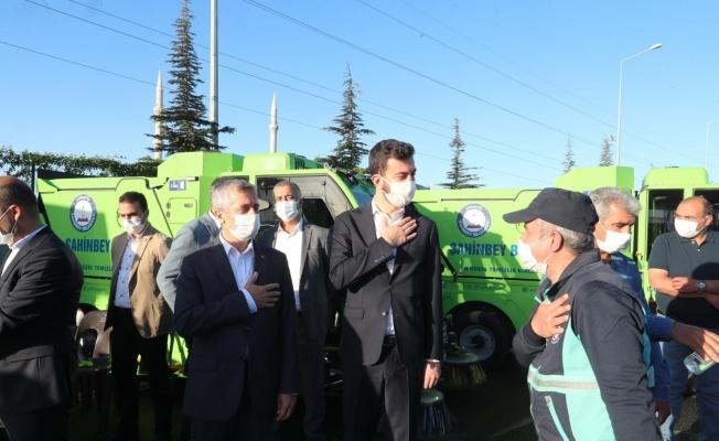 Başkan Tahmazoğlu belediye personelinin bayramını kutladı