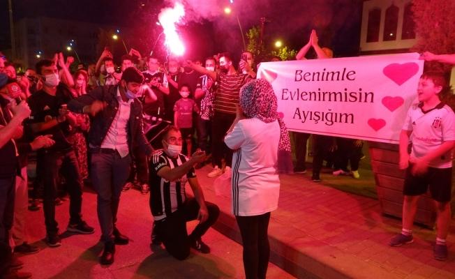 Beşiktaş'ın şampiyonluk kutlamasında romantik anlar