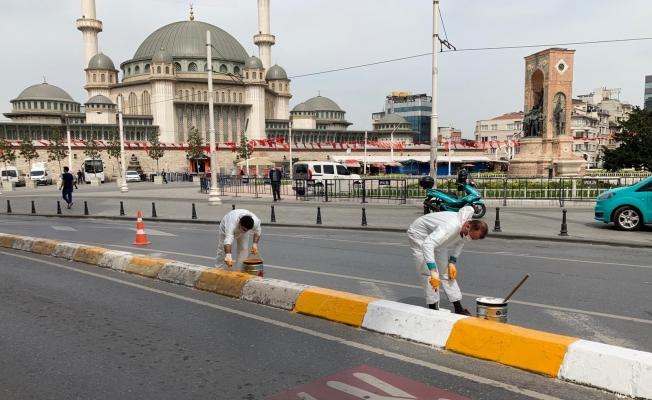 Beyoğlu'nda kaldırımlar renkleniyor
