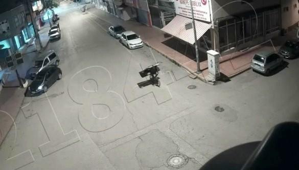 Bisikletli demir sac hırsızı kamerada