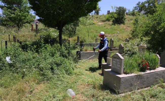 Bitlis Belediyesinden mezarlık temizliği