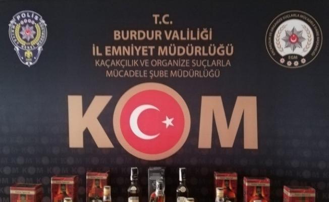 Burdur'da litrelerce kaçak içki ve 813 adet cinsel performans arttırıcı ürün ele geçirildi