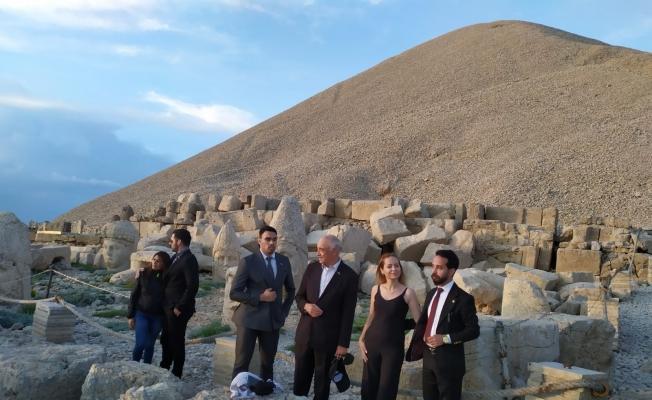 Büyükelçi Peralta Nemrut Dağı'na tırmandı