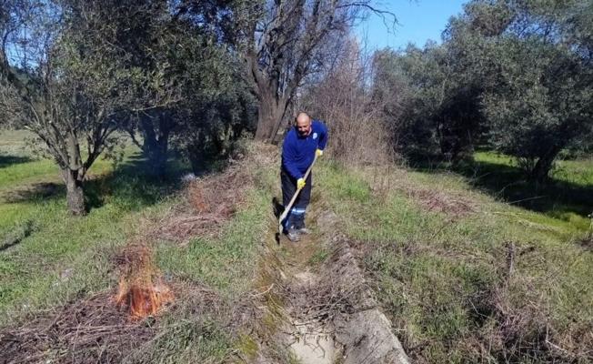 Büyükşehir Ula'da 99 kilometre sulama kanalı temizliği yaptı